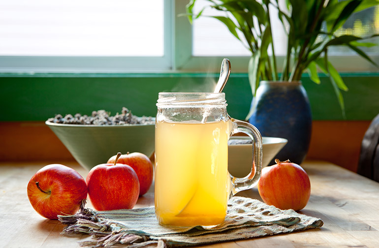Sore throat remedy: apple cider vinegar and salt